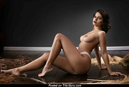 Good-Looking Babe with Good-Looking Open Natural D Size Tit (Hd 18+ Pix)