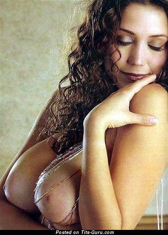 Изображение. Miriam Gonzalez - фотка невероятной голой латиноамериканки с огромными натуральными дойками
