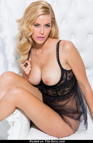 Image. Kennedy Summers - naked blonde with medium natural tittes pic