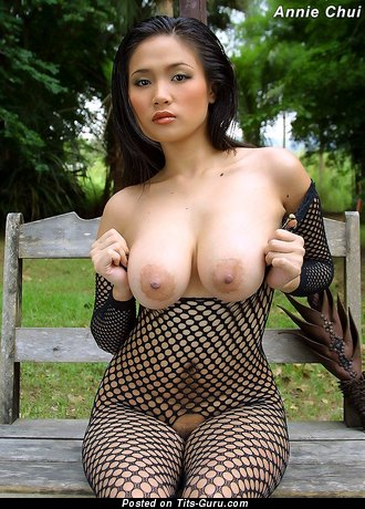 Annie Chui - Amazing Chinese Babe with Amazing Exposed Real Firm Hooters (Xxx Foto)