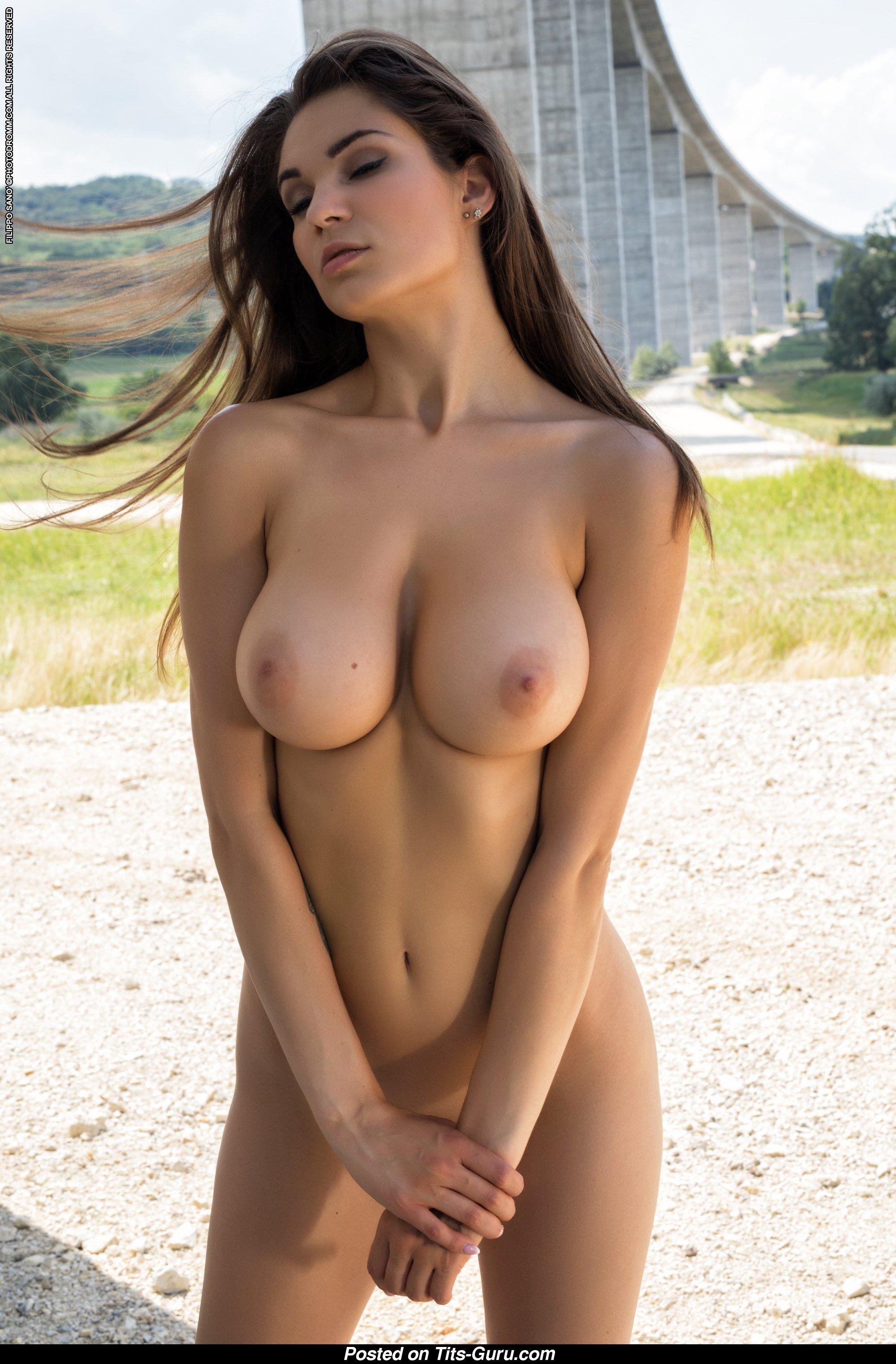 Nude brunette sexy