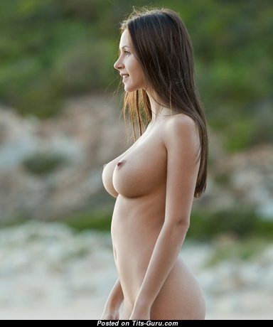 Lovely Babe with Lovely Exposed Natural D Size Boobs (Sexual Foto)