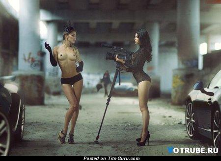 Изображение. Фото шикарной обнажённой женщины с среднего размера сисечками