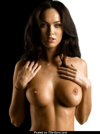 Sexy topless brunette with medium tittys and big nipples pic