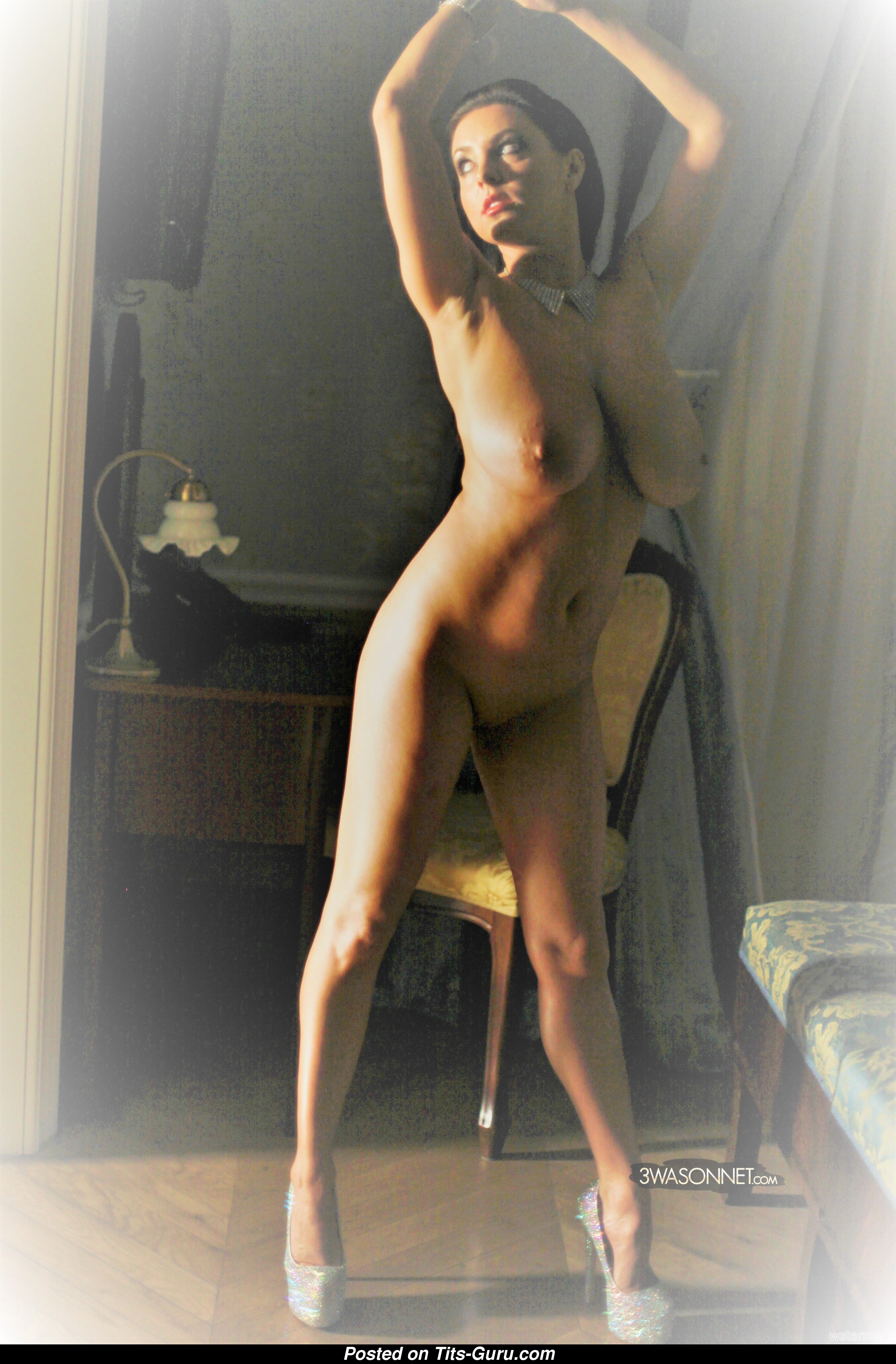 Courtney thorne naked
