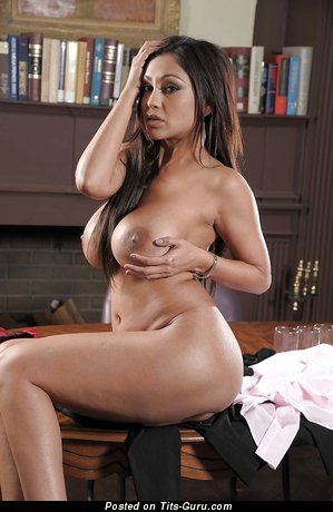 Image. Priya Anjali Rai - brunette with big breast and big nipples picture