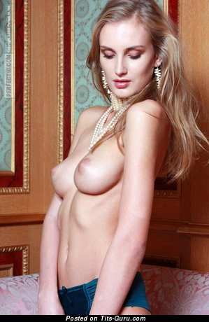 Image. Sasha Slunova - naked wonderful woman with medium boobies picture