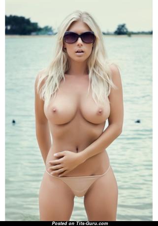 Delightful Topless Blonde in Bikini & Panties on the Beach (18+ Foto)