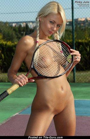 golie-devushki-igrayut-v-tennis-porno-anal-appetitnih