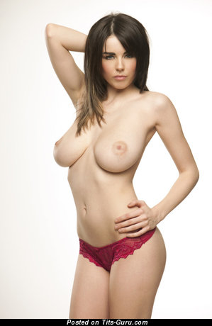 Cute Bimbo with Cute Nude Natural H Size Tittys (Sex Pix)