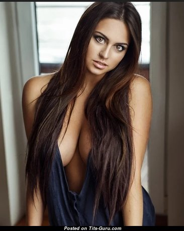 Stunning Babe with Stunning Naked Natural Average Hooters (Sex Image)