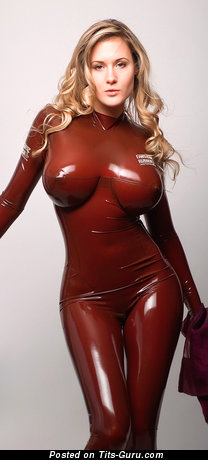 Sofia Vergara - Awesome Colombian Blonde Babe & Actress with Awesome Nude Medium Chest (Hd Xxx Photo)