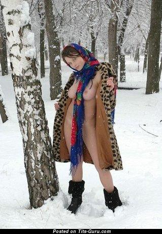 Фото восхитительной голой тёлки с большой натуральной грудью