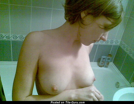 Лёля - Superb Chick with Pleasing Exposed Real Normal Tittes in the Shower (Sex Foto)