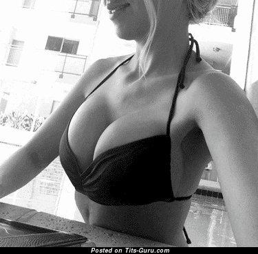 Изображение. Гифка сексуальной голой девахи
