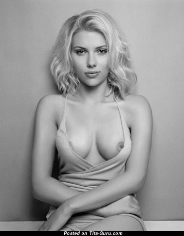 Scarlett Johansson - amateur nude amazing woman with medium natural tits photo