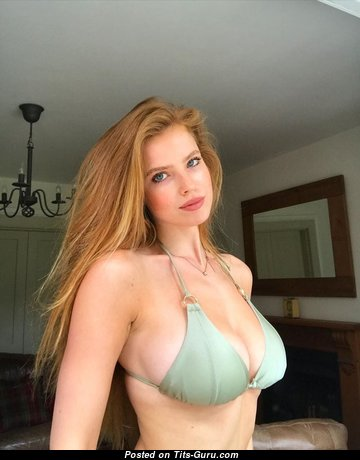Emily Deyt-Aysage - Wonderful Red Hair with Wonderful Exposed Natural Sizable Tittes on the Beach (18+ Foto)