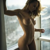 Sexy topless amateur beautiful girl pic