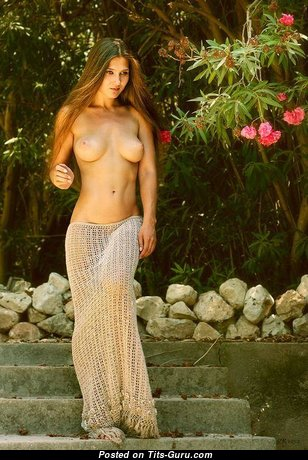 Pleasing Glamour Babe with Pleasing Nude Natural C Size Boobie (Amateur 18+ Wallpaper)