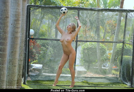 Image. Isabella D - nude blonde with natural breast image