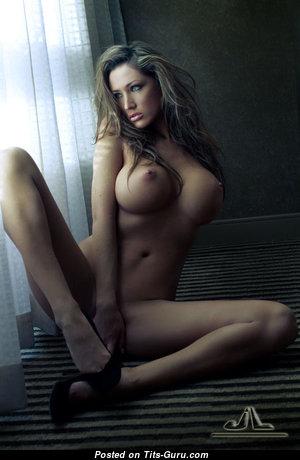 Good-Looking Topless Skirt (18+ Pix) #topless #boobs #tits #nude #erotic #сиськи #голая #эротика #titsguru