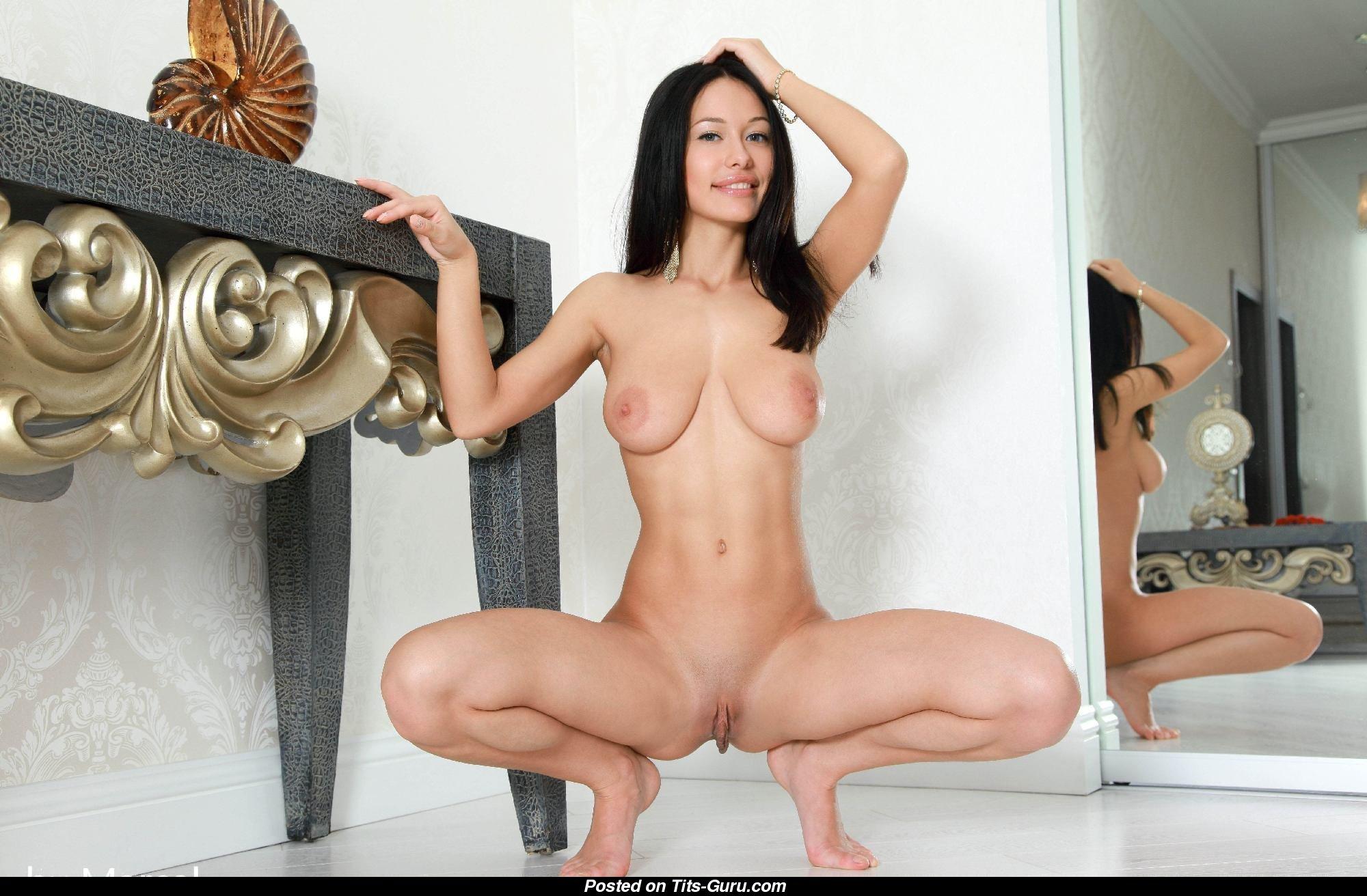 Секс Крупная Брюнетка