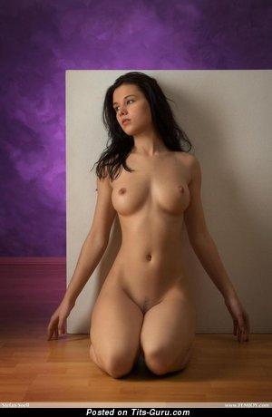 Изображение. Фото красивой голой женщины с средними натуральными сисечками