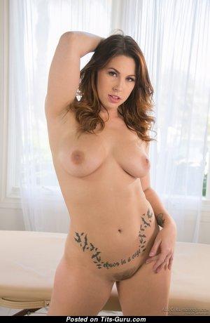 Edyn Blair - Pretty American Red Hair Pornstar & Babe with Pretty Exposed Real Titties (Hd Porn Photo)