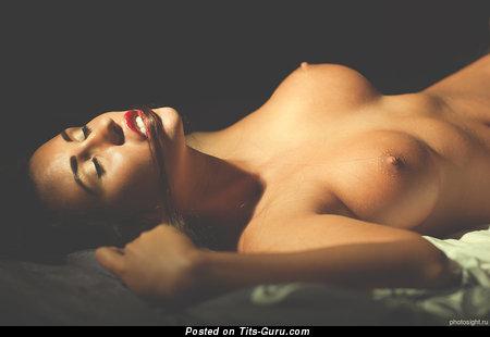 Cute Female with Cute Naked Medium Titties (Xxx Image)
