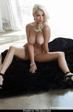 Alissa Arden - sexy naked blonde with medium tits photo