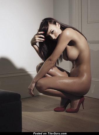 Rosie Jones: рыжая красотка (Англия, Великобритания) с супер обнажённой натуральной средней грудью,тату и пирсингом (hd 18+ фото)