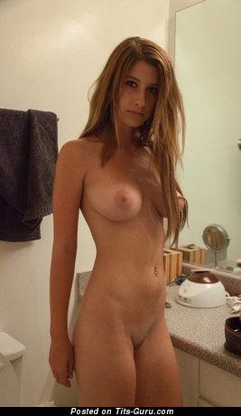 Изображение. Изображение красивой обнажённой девушки с средней натуральной грудью
