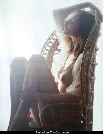 Sexy Naked Babe (18+ Photoshoot)