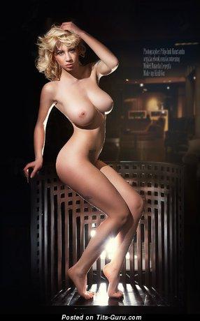 Natasha Legeyda - фотография обалденной обнажённой тёлки с большими сисечками