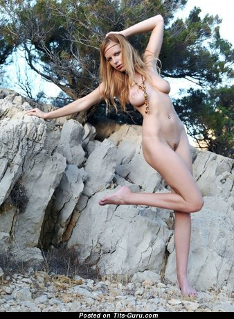 Image. Naked hot girl with natural tittes picture