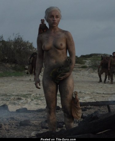 Emilia Clarke - Handsome British Blonde Babe & Actress with Pretty Exposed Natural The Smallest Boobies (Hd Sex Pix)