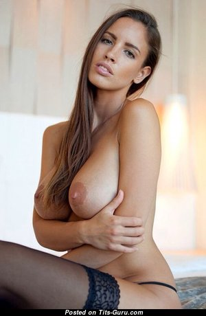 Good-Looking Babe with Good-Looking Open Natural D Size Busts (Sexual Photo)