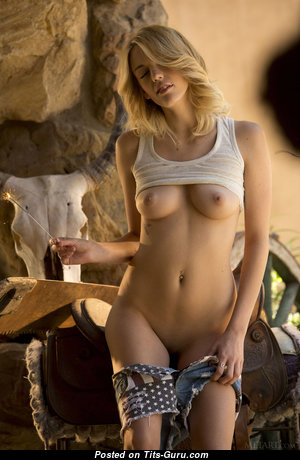 Blake Bartelli - Perfect Naked American Blonde with Erect Nipples (Hd Porn Picture)