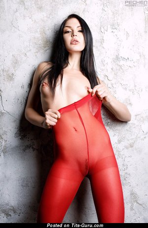 Изображение. Oksana Bast - изображение сексуальной обнажённой брюнетки