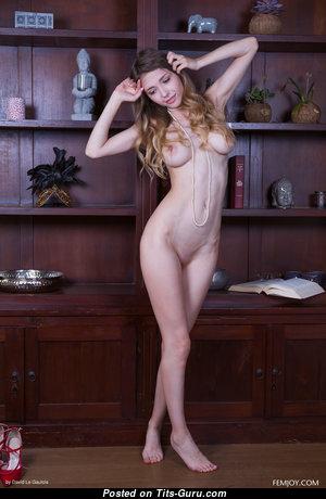 Milla D - Dazzling Glamour & Topless Blonde Pornstar with Weird Nipples (4k 18+ Pix)