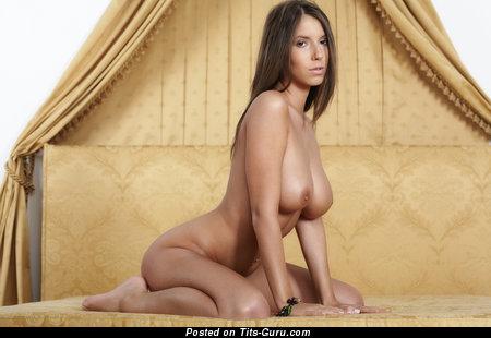 Lizzie Ryan - nude wonderful female with big tots pic