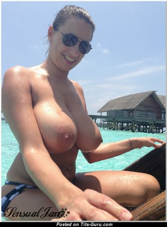 Big Tits - Dazzling Topless, Glamour & Wet Babe (Sexual Pic)