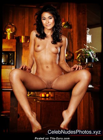 Emmanuelle Chriqui - Graceful Naked Canadian Red Hair Actress (Hd Xxx Image)