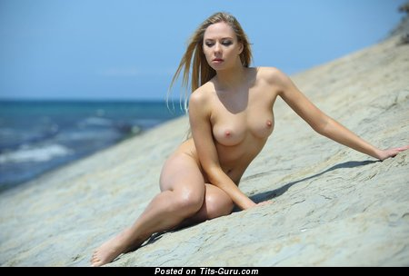Image. Nude awesome girl with medium tittes picture