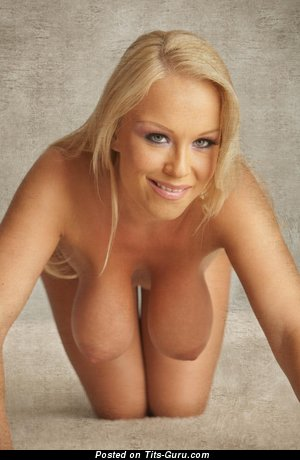 Akissa: naked blonde with big natural boobs pic