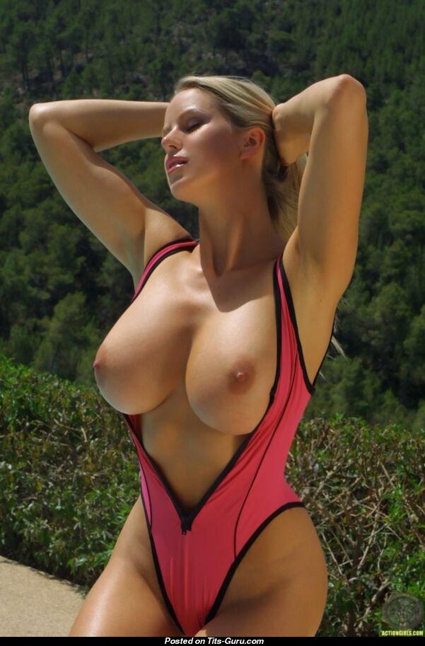 Hot hot hot girls boobs