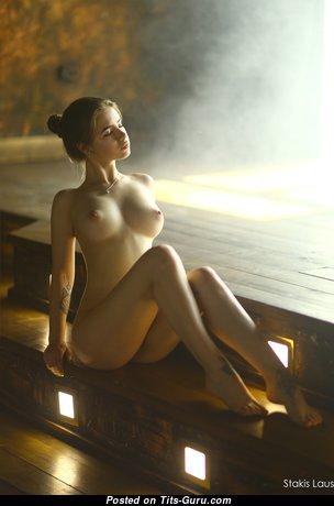 Beautiful Glamour Nude Babe (Hd Porn Foto)