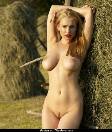 Cute Babe with Cute Naked Real Regular Knockers (Sexual Pix)