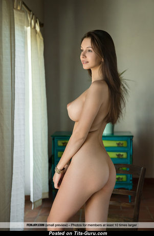 Gorgeous Brunette with Gorgeous Open Real C Size Busts & Enormous Nipples (Sex Image)