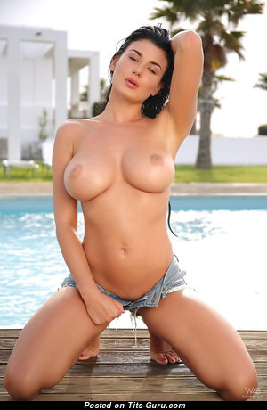 Cute Babe with Cute Exposed Med Tittys (Sex Photo)